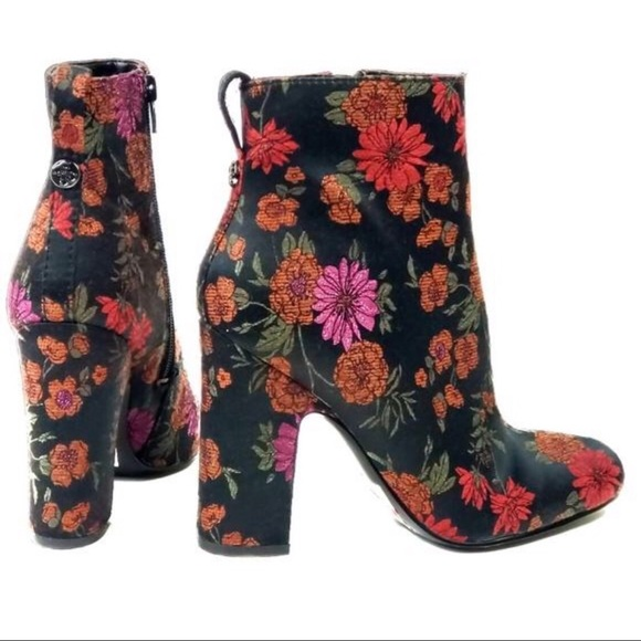 New guess Nasia3 floral print Ankle booties boots NWT